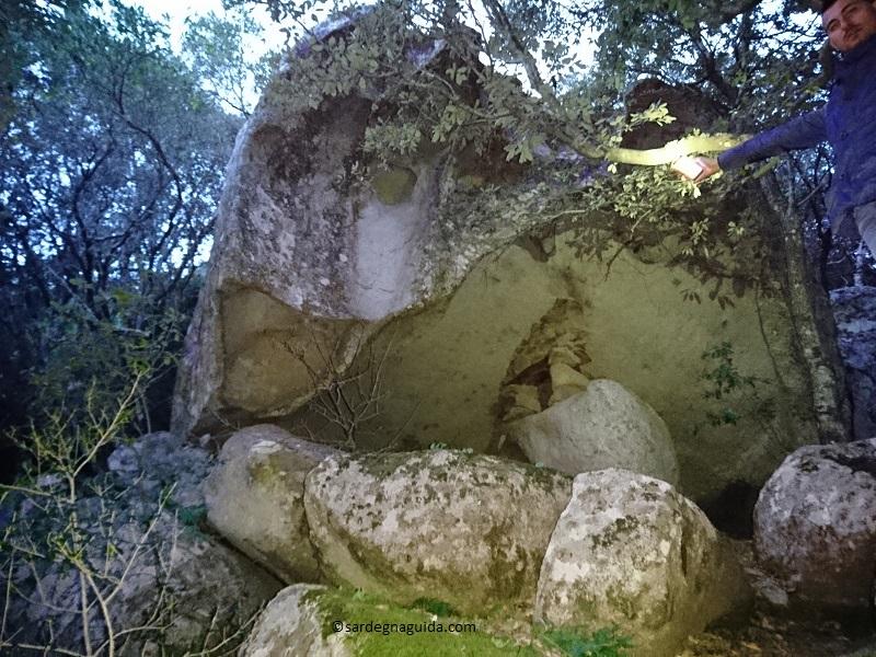 病気の治る石